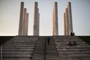 Le coureur et les 12 colonnes - Axe Majeur de Cergy