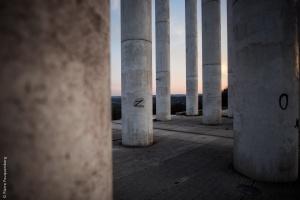 Au milieu des 12 colonnes - Axe Majeur de Cergy