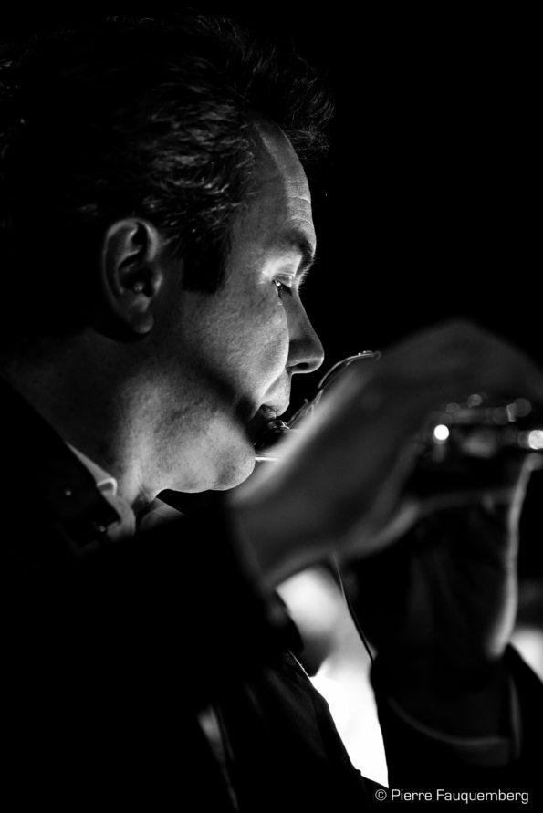 Movie Funk Band en concert à Guest Live le 03/05/2018 avec : Joseph Champagnon : guitare et chant Stéphane Miñana-Ripoll : batterie Laurian Daire : orgue hammond, moog, arrangements Beehann : chant Vincent Echard et Pierre Marie Humeau : trompette Laurent Seilhes et Xavier Quérou : sax et flûte Michael Joussein : Trombone et coquillage © Pierre Fauquemberg - Photographie - Tous droits réservés